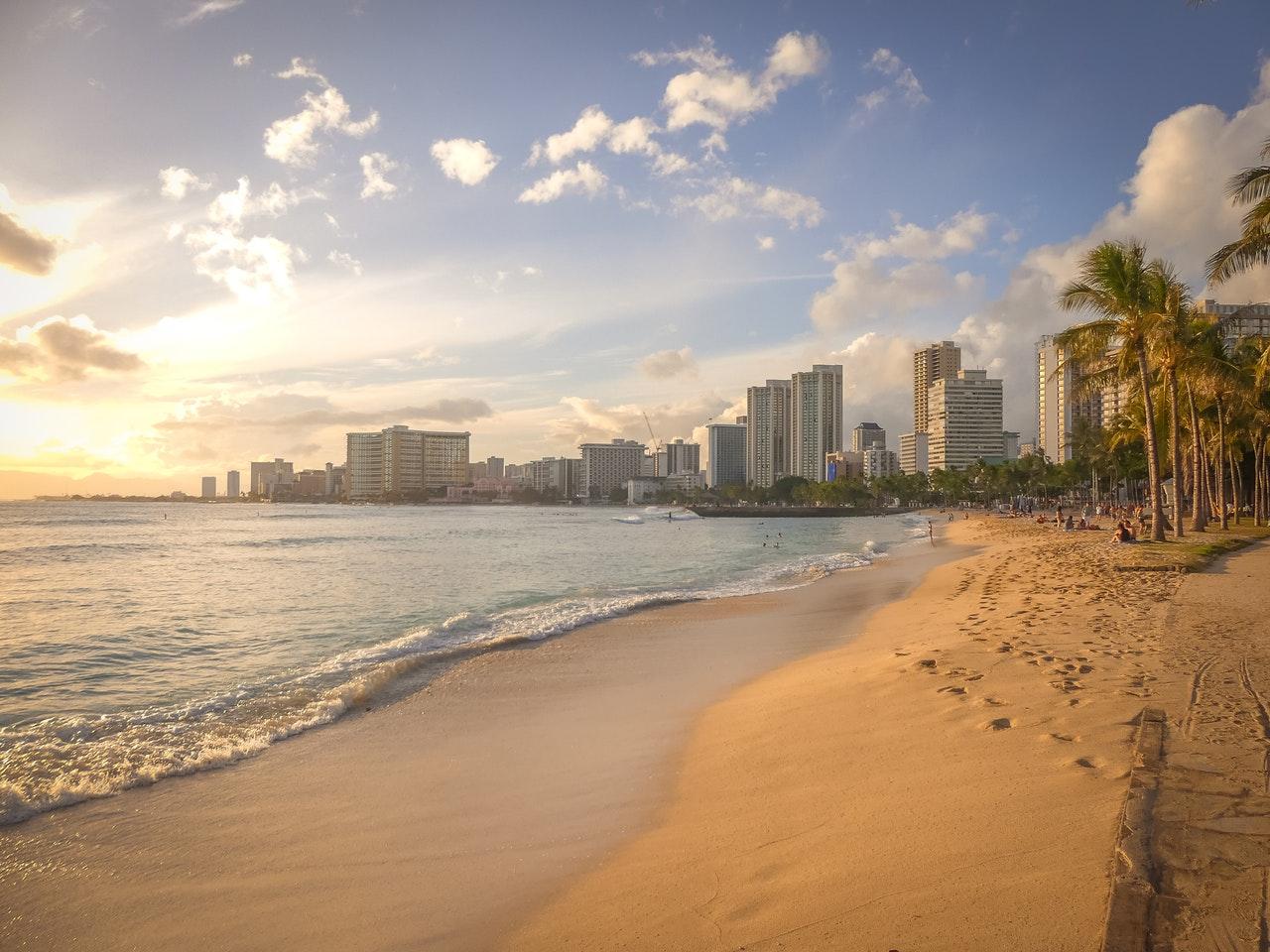 Best Classic Beach: Waikiki Beach, Oahu – 7 Days